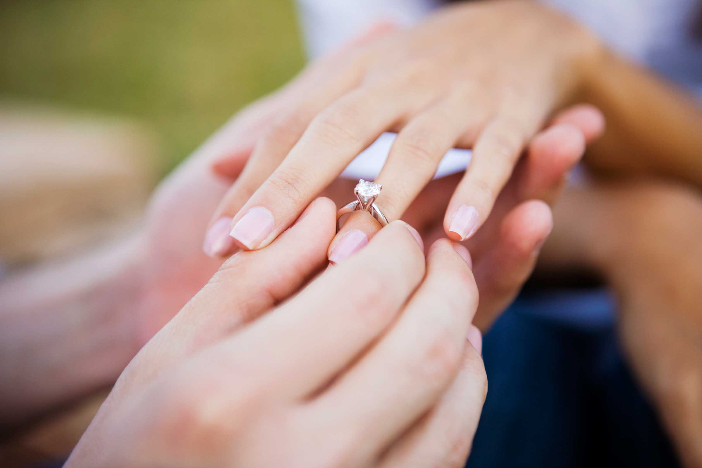 What is the Tradition of Engagement Ring around the World